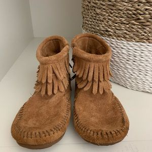 Minnetonka Kids Fringe boot
